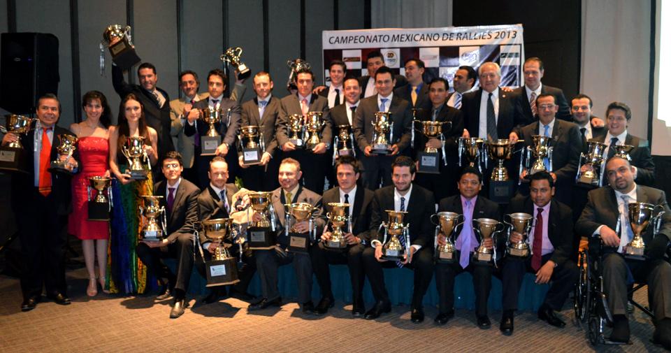 Los pilotos y navegantes festejaron los triunfos del 2013.